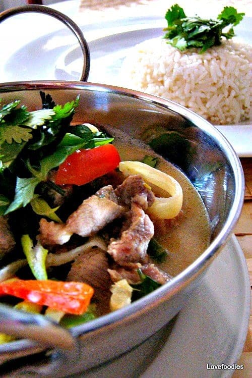 Cheats Thai Green Curry. This recipe is easy, no zillion ingredients, experience a fresh and beautiful flavour. | Lovefoodies.com
