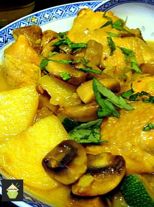 Cheats Malaysian Coconut Chicken and Potato Curry , easy no fuss dinner and goes great with some rice or naan breads. Yummy!