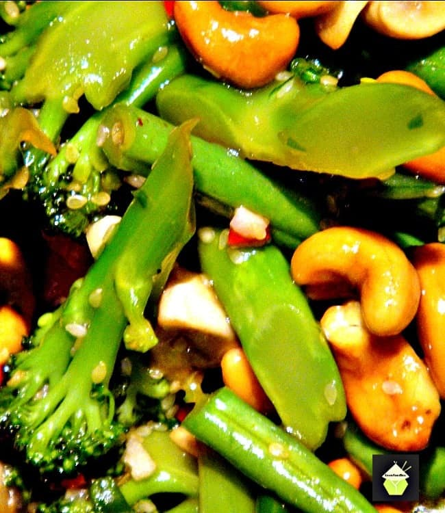 Sesame Chicken, Shrimp and Broccoli Stir Fry is a really quick and easy meal, delicious served with rice or noodles! This works well as an appetizer or main meal.