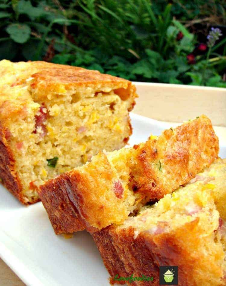 Cheesy Bacon, Sweet Corn and Pepper Bread. Easy recipe and yep, VERY DELICIOUS! Serve warm or cold, tasty either way! Goes great with soups too.
