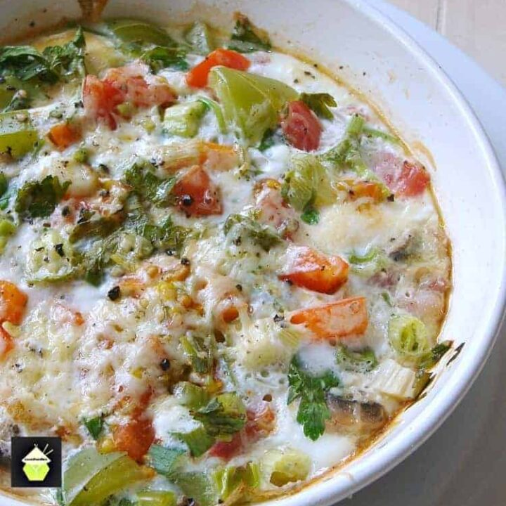 Easy Bake Brunch, a deliciously simple recipe with baked eggs, bacon, cheese and peppers. Great for a weekend!