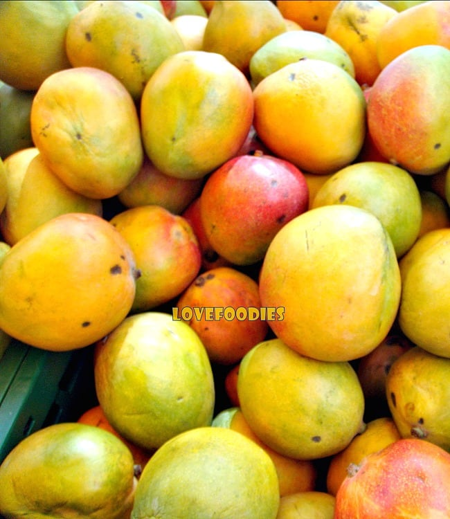 Spicy Caribbean Pineapple or Mango Chutney, mangoes