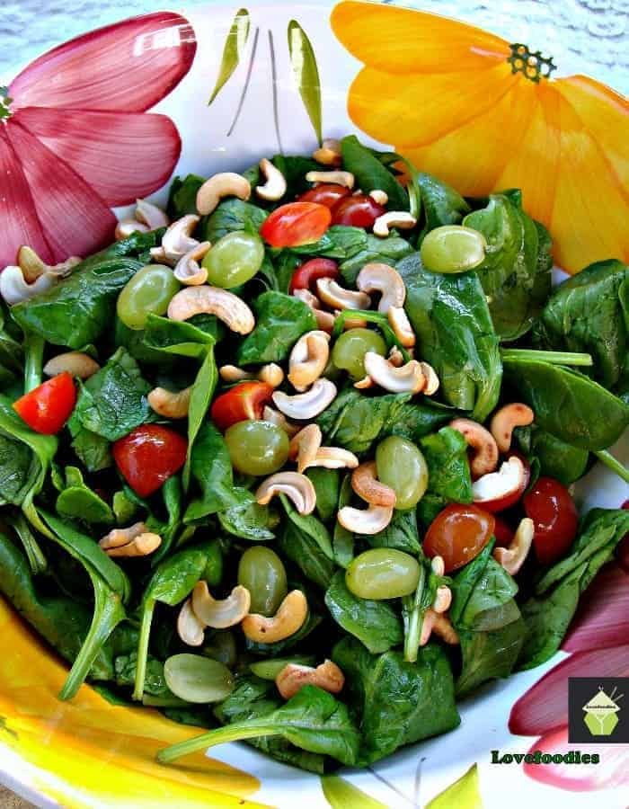 Refreshing Spinach and Grape Salad1