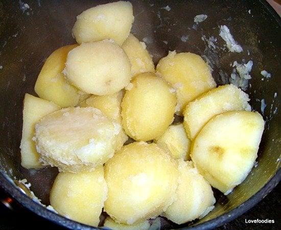 Super Crispy Crunchy Roast Potatoes, shake in the pan
