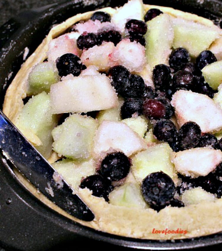 Apple Pear and Blueberry Pie