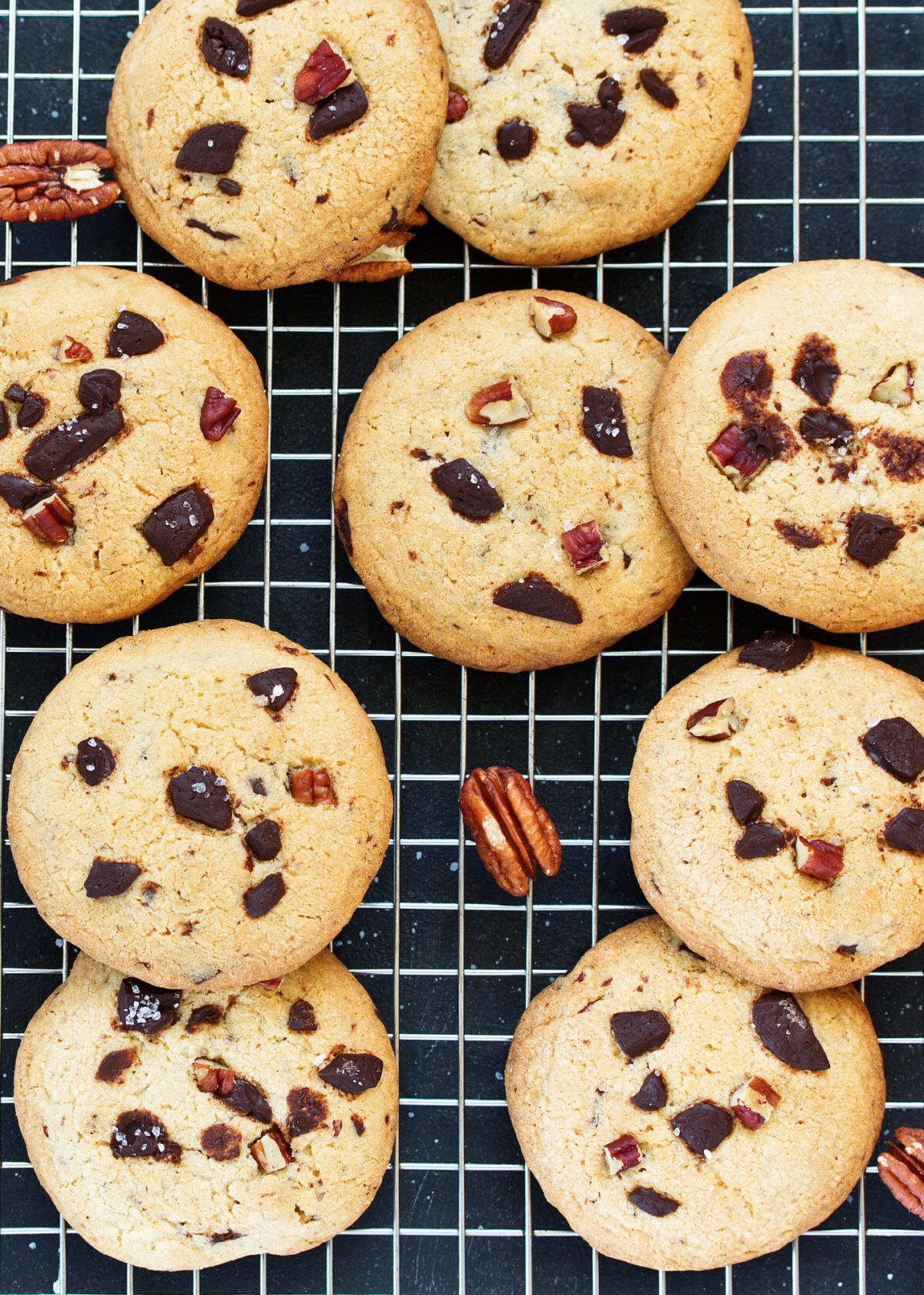 Chocolate Pecan Cookies are filled with pecans and chocolate, crispy on the outside and chewy inside, easy cookie recipe and perfect with a glass of milk or cup of tea! Also great for gifts!