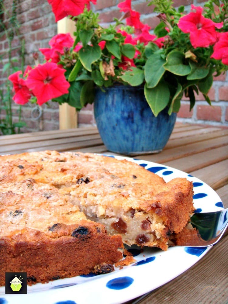 Dutch Farmhouse Cake - It's delicious! There's apples, cinnamon, spices and the way you make it is very different! So easy it's untrue!