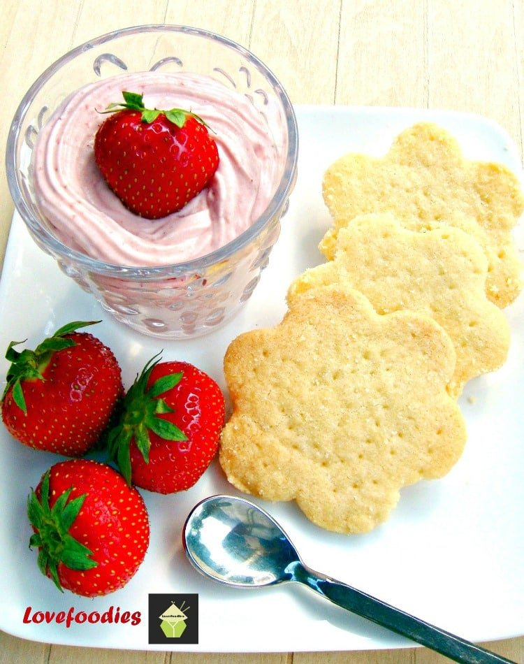 Fluffy Strawberry Mousse. Creamy, fluffy and great tasting! Easy recipe!