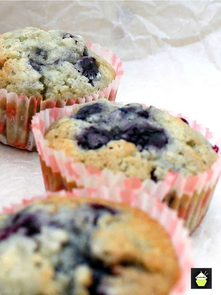 Blueberry and White Chocolate Muffins Great flavor combination and very easy recipe. Yummy!