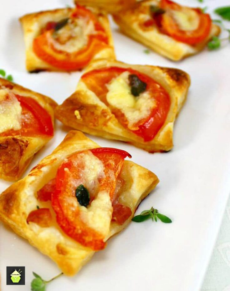 Cheesy Bacon and Tomato Mini Pizzas3