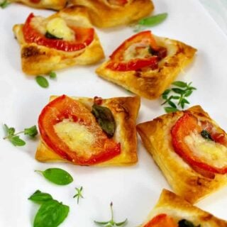 Cheesy Bacon and Tomato Mini Pizzas, very quick and easy to make and also flexible with your favorite toppings. Serve as party food, appetizers or a light brunch, lunch boxes.. the sky's the limit! Great for making ahead and freezing.