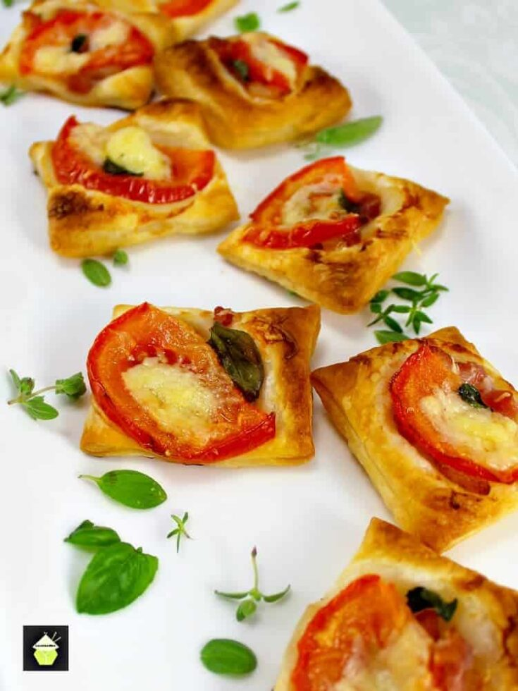 Cheesy Bacon and Tomato Mini Pizzas5