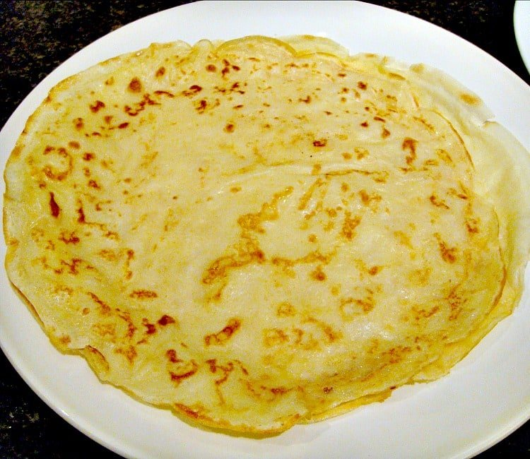 How to Make Crepes (Thin Pancakes) Quick & Easy guide with lots of filling suggestions too! Great if you need a 'quick fix' dessert too!