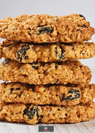 Oatmeal Raisin Cookies. Soft and chewy oatmeal raisin cookies, a simple cookie recipe using pantry ingredients to give you the best ever cookies!