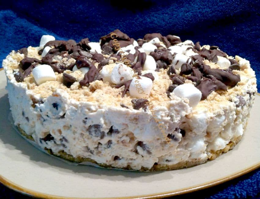 Smore's Cheesecake - For all you Smore's fans out there, this is great for any occasion and always a hit with a crowd.   Lovefoodies.com