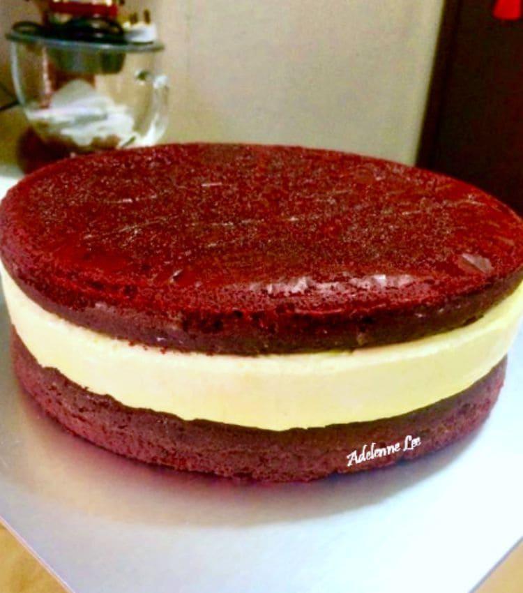 Red Velvet Cake Cheesecake, assembling the cake