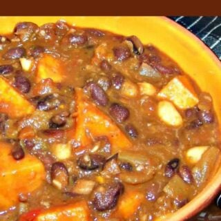 Sweet Potato Black Bean Chili is an easy, fuss free and budget friendly recipe full of flavor and lovely to keep you warm! With the addition of sausagemeat, salsa and many other goodies, you can be sure this will fill your tummies!