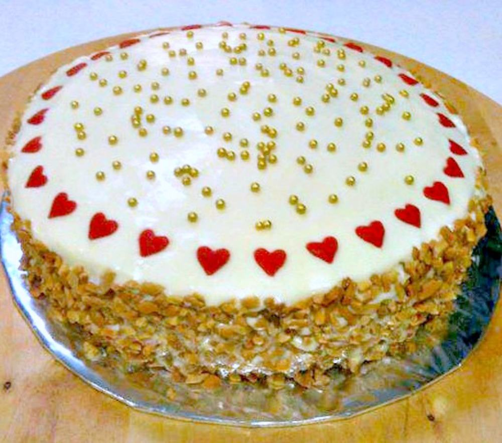 This has got to be one of the easiest Carrot Cake recipes! It's also got a great frosting on the top. This is just wonderful!