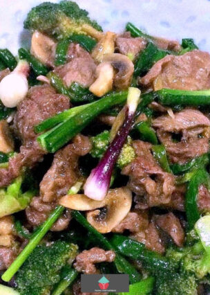 Beef, Broccoli and Ginger Stir Fry is a delicious quick and easy dinner recipe with tender slices of beef cooked in a tasty Chinese sauce. Ready in minutes!
