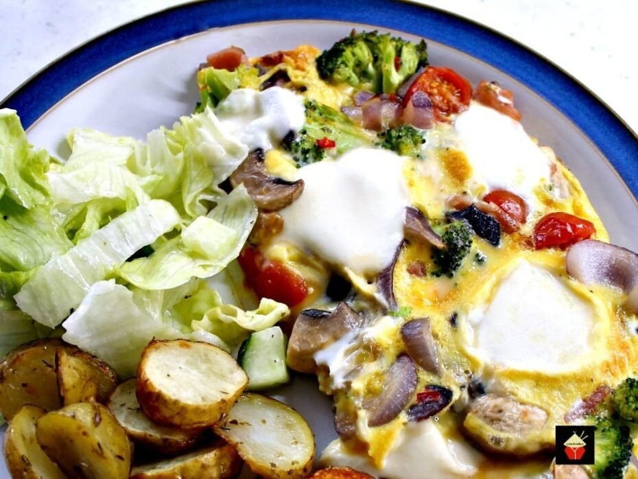 Easy Pizza Omelette! This is a lovely quick and easy recipe and great for busy weeknights.  Lovefoodies.com