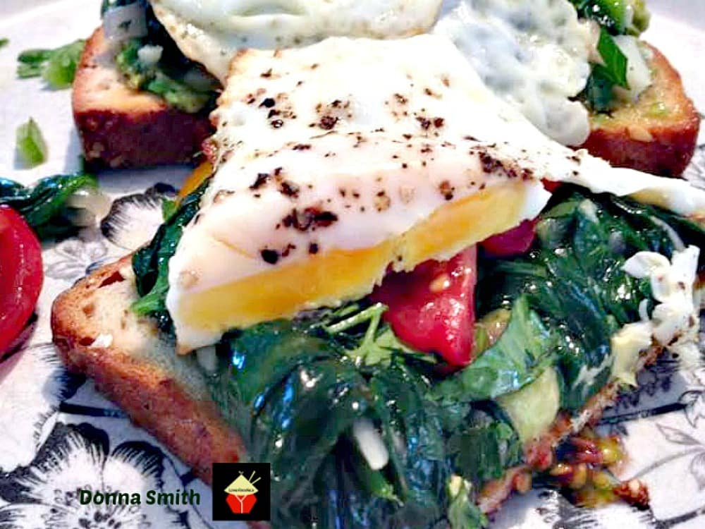 Easy Avocado Toast. A lovely recipe perfect for breakfast, brunch, lunch or supper! Quick and fuss free, and full of great flavor. | Lovefoodies.com