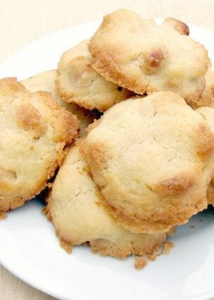Melting Moment Macadamia Butter Cookies . These little cookies have a wonderful vanilla flavor and melt in your mouth. Easy to make!