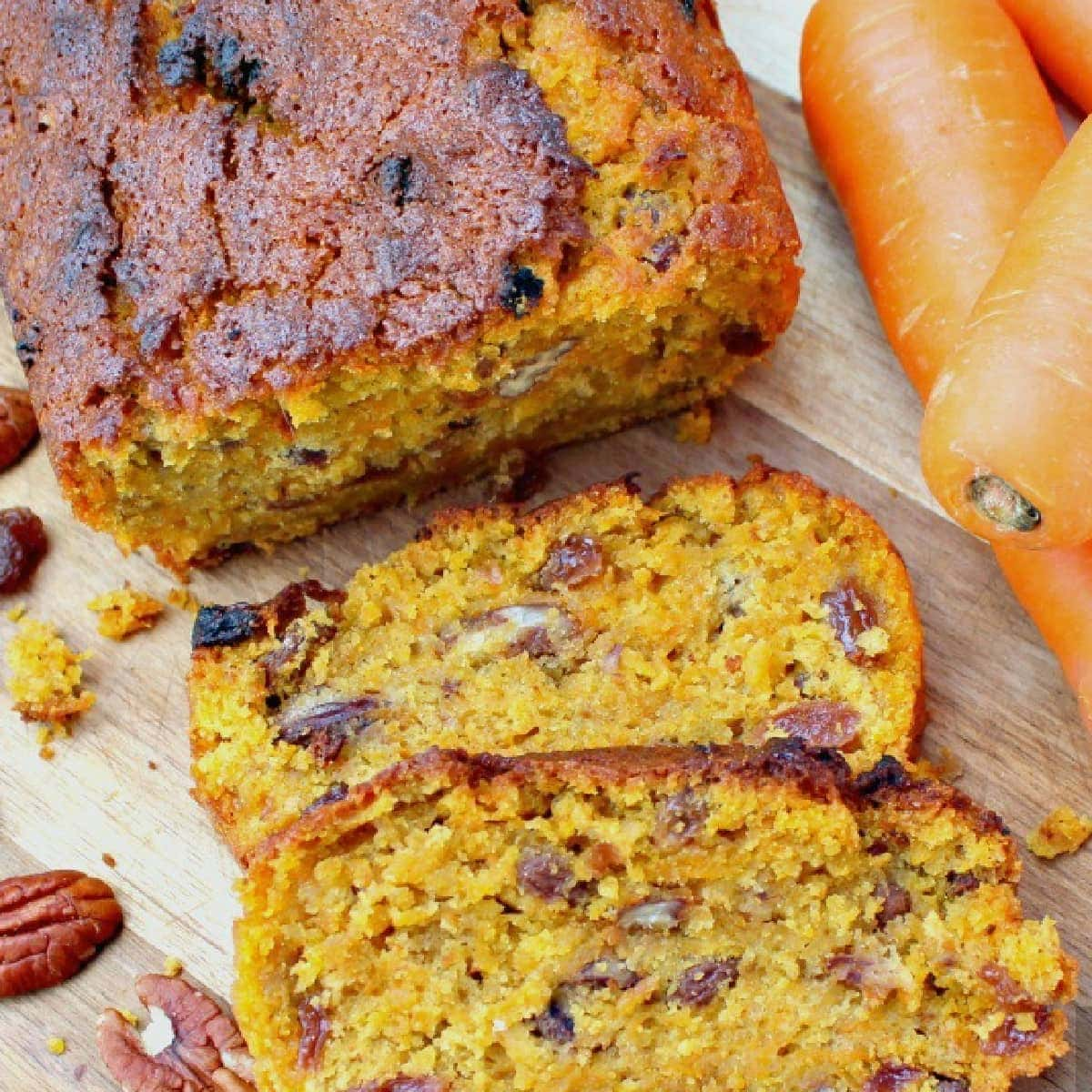 Spiced Pecan Carrot Cake! This has got to be the World's best carrot cake. Fluffy, soft and bursting with the flavors of Fall! Perfect for Thanksgiving, Christmas holidays! #Cake #Thanksgiving #Christmas #Easter #Fall #Carrotcake #Winter