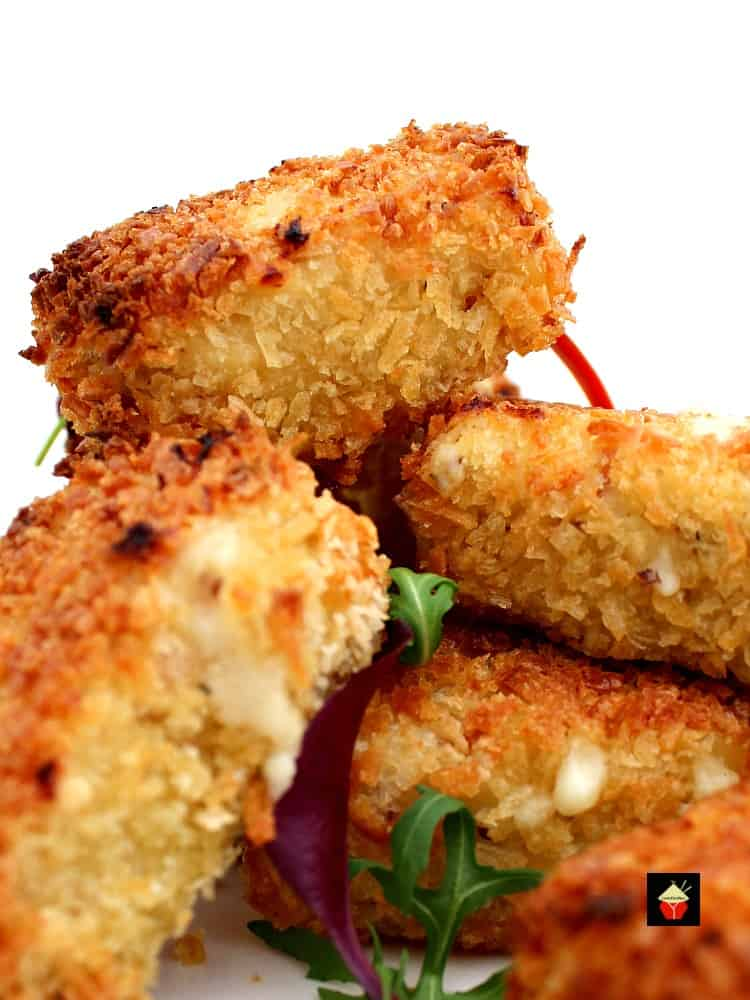 Mac N Cheese Party Bites are a great little snack, perfect for parties and snacks. No frying either! Macaroni, cheese, bacon and crabmeat in delicious panko breadcrumbs. YUMMY!