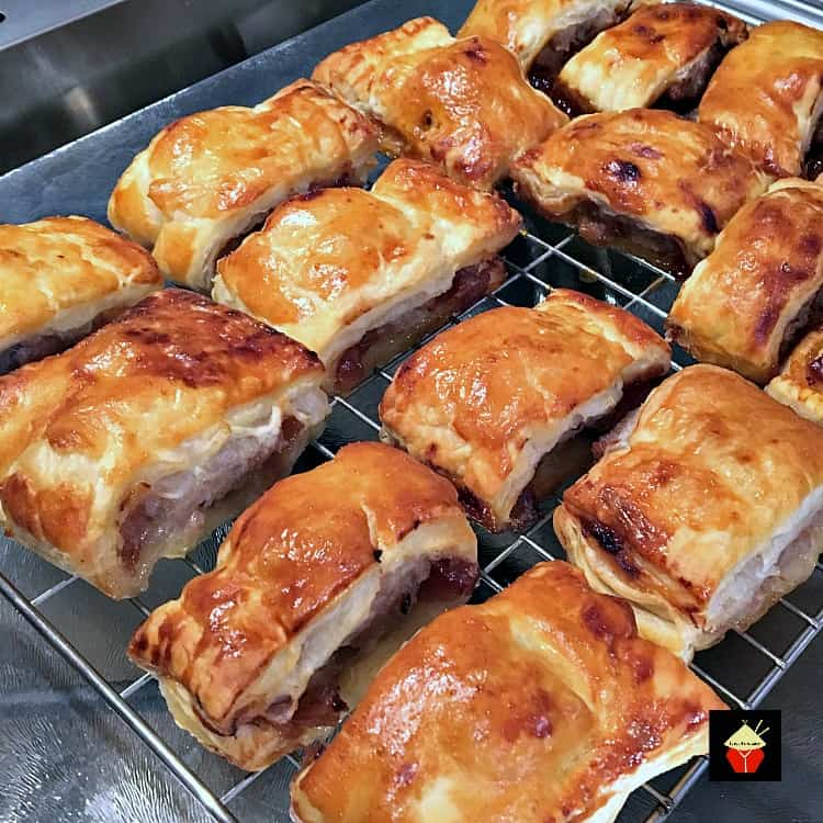 Sausage and Red Onion Chutney Rolls are so delicious! Easy to make, freezer friendly and great for snacks, lunchboxes and parties!
