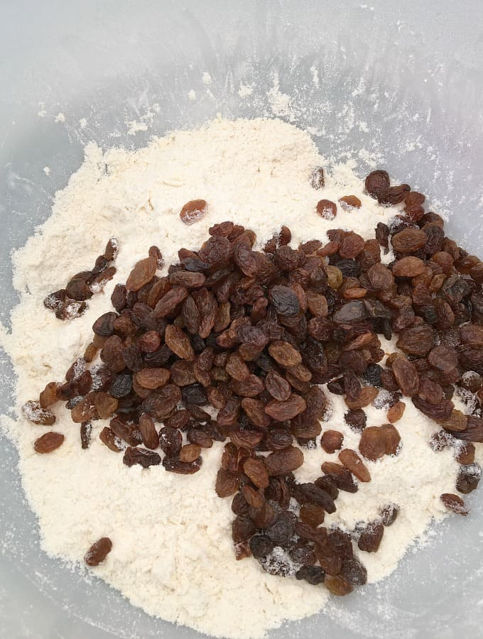 Adding dried fruit to flour and butter