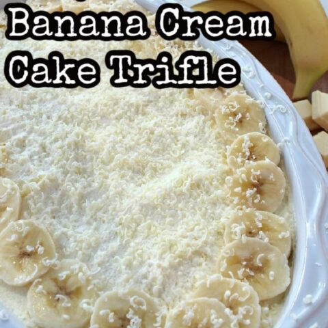 Easy Banana Cream Cake Trifle is amazing! Delicious layers of creamy custard, bananas and homemade banana bread, topped off with freshly whipped cream and a sprinkling of white chocolate. Simply delicious!
