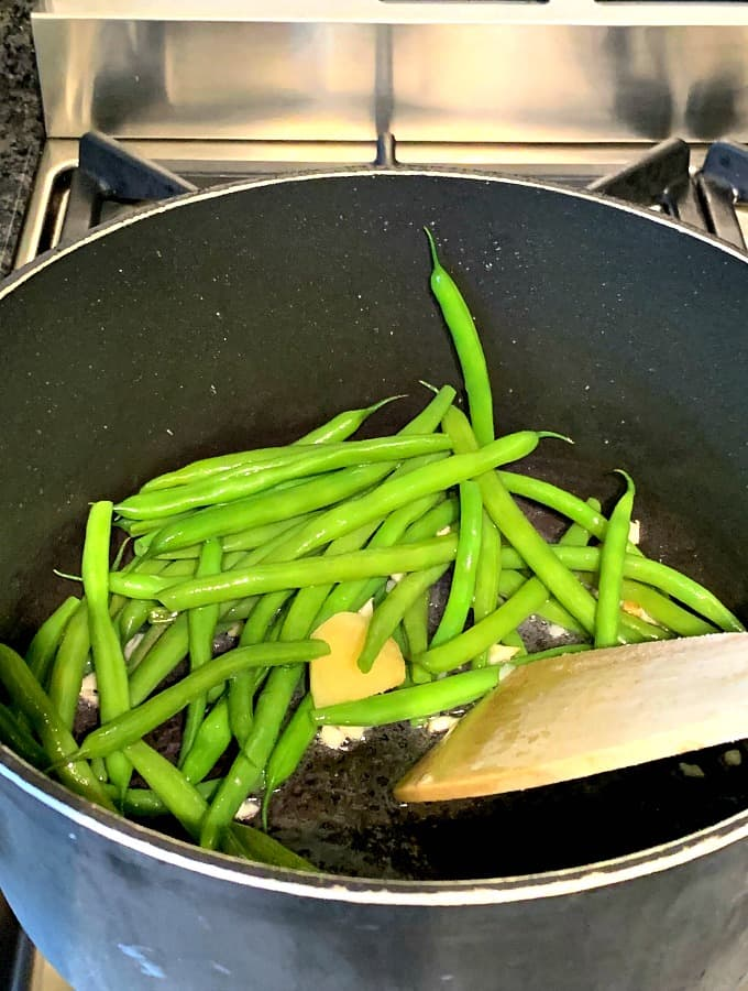 Easy Sesame Garlic Green Beans, a quick and simple side dish, ready in under 10 minutes.