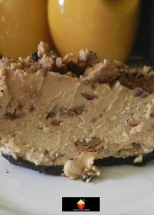 Peanut Butter Pie, an easy no bake dessert, with a delicious creamy peanut butter and chocolate filling in an Oreo cookie pie crust. Very simple and quick chilled dessert recipe