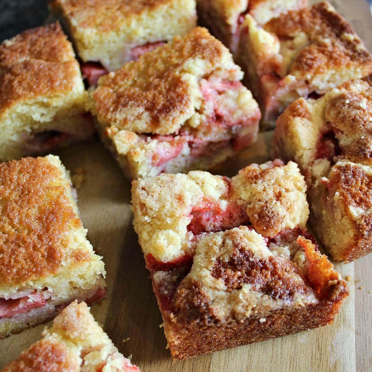 Easy Homemade Strawberry CakeF