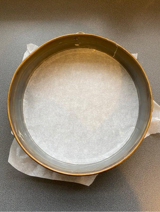 No Bake Strawberry Cheesecake, lining pan