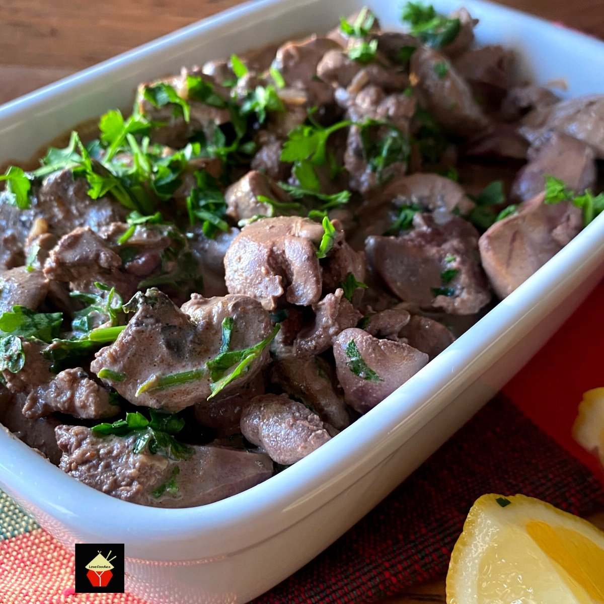 Creamy Garlic Chicken Livers and Mushrooms. Pan-fried tender chicken livers and mushrooms in a creamy garlic sauce is a great brunch or supper dish. Delicious served on hot buttered toast. Very quick and easy recipe